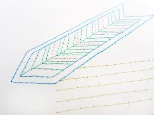 Detalle bordado flecha