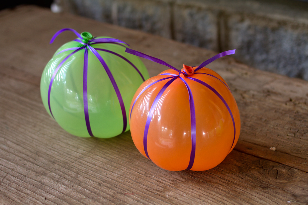 balloons with string for halloween pumpkins