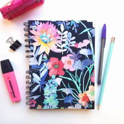 Agenda flores colores moradas tela