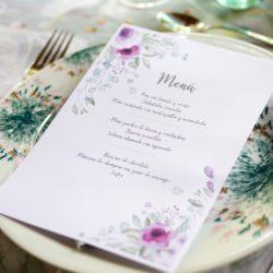menu kit celebracion flores moradas en mesa