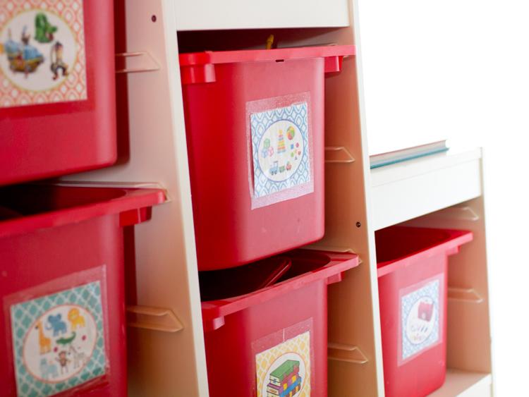 Mueble cajones juguetes con etiquetas