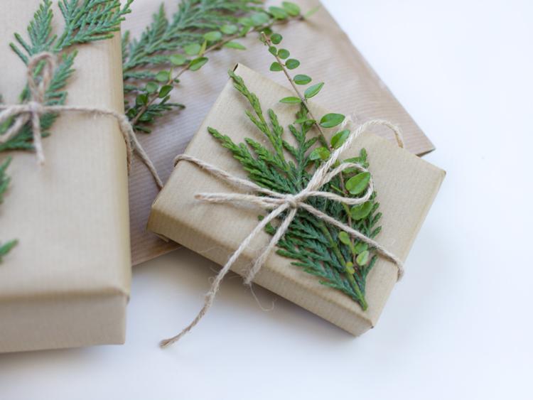 regalos papel kraft con ramitas