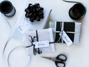 regalos envueltos con papel de periodico
