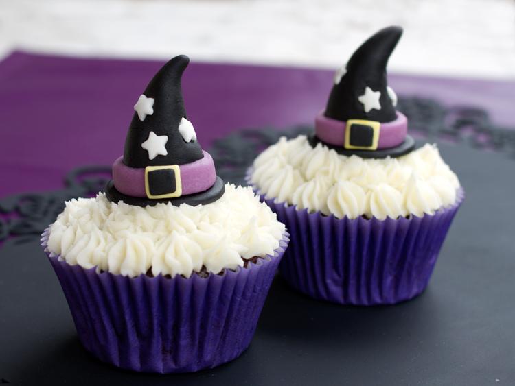 cupcake con gorro de bruja de fondant halloween